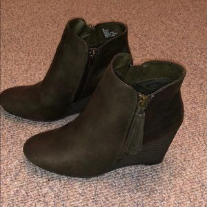 NWT Brown MIA wedge booties